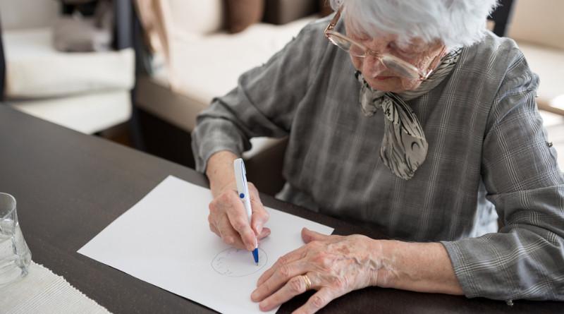 Test rysowania zegara jest badaniem przesiewowym w kierunku choroby Alzheimera.