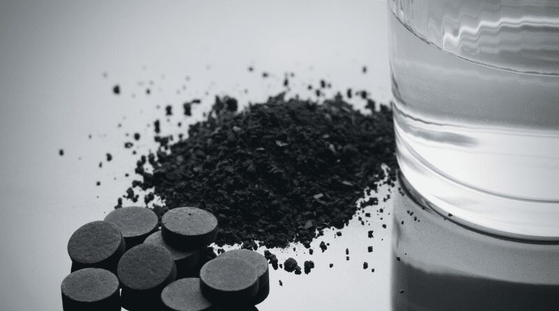 Tabletki z węglem aktywnym.