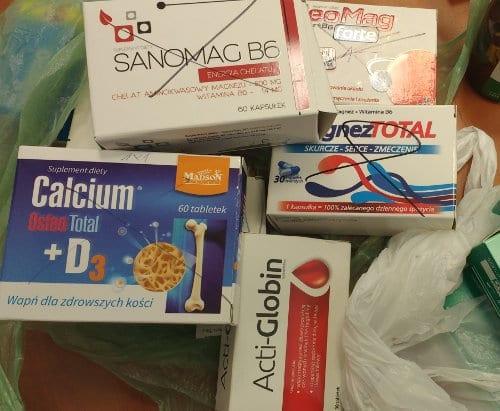 Markerem przekreślono etykiety leków, które pacjent powinien przekazać do utylizacji.