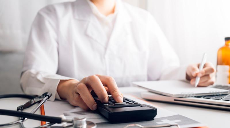 Zapis dotyczący właściwego postępowania w przypadku, gdy sposób dawkowania nie został naniesiony na recepcie w sposób prawidłowy znajdzuje się w paragrafie 8 Rozporządzenia Ministra Zdrowia z dn. 23.12.2020 r.