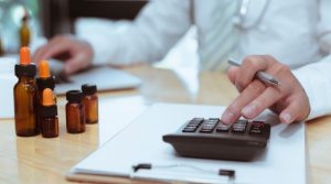 Z Rozporządzenia Ministra Zdrowia z dn. 23.12.2020 r. wynika, iż nawet dla jednego opakowania leku do stosowania na skórę lub pasków do glukometru konieczne jest podanie częstotliwości stosowania.