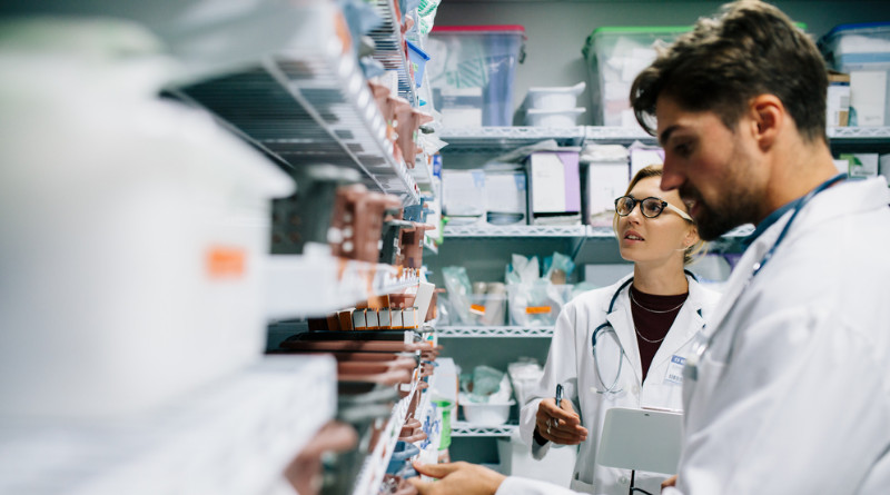 Według pomysłu IGWPAiA technik farmaceutyczny z 15-letnim stażem pracy mógłby pracować samodzielnie w aptece bez nadzoru magistra farmacji.